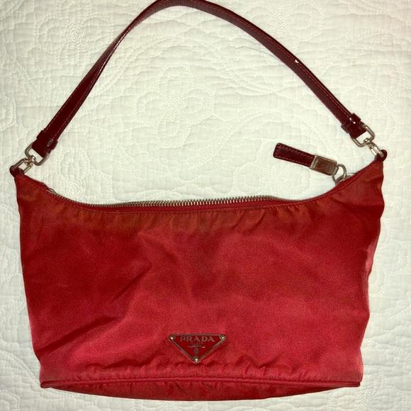 f5f4f586a1e5cd Prada semitracolla nylon purse. M_5cae74942e7c2f509d950e60